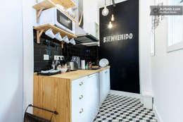 Cocina de estilo  por NATURAL FLOOR Suelo hidráulico
