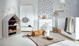 classic Nursery/kid's room تنفيذ Funique Furniture