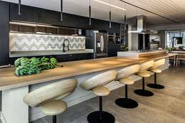 Espaço Gourmet: Cozinhas modernas por Carpaneda & Nasr