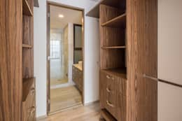 modern Dressing room by PHia