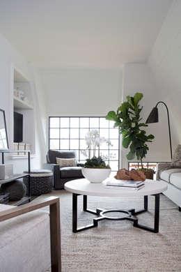 Ruang Keluarga by Christopher Architecture & Interiors