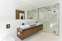 Ванные комнаты в . Автор – Flynn Architect