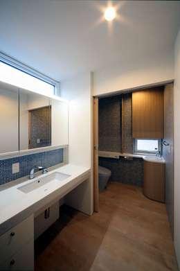 双空の家: 富谷洋介建築設計が手掛けた浴室です。