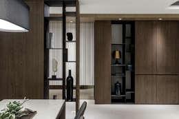Pasillos y vestíbulos de estilo  por 双設計建築室內總研所