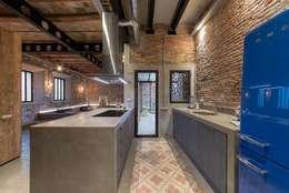 Cocinas de estilo rústico por N.A. Construcción