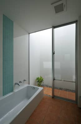 Spa de estilo moderno por 門一級建築士事務所