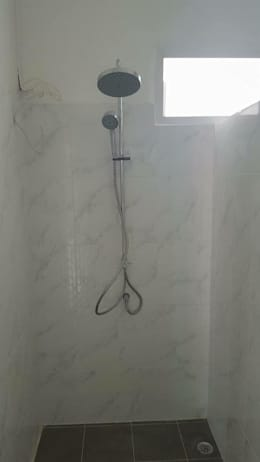 modern Bathroom by สถาปนิกสร้างสรรค์
