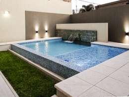 REFORMA: Piletas de estilo moderno por D'Odorico Arquitectura & Obras