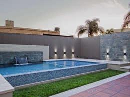 Piscinas de estilo moderno por D'ODORICO OFICINA DE ARQUITECTURA