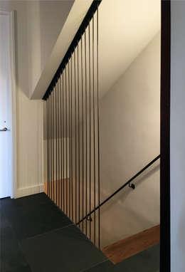 Washington Avenue Brownstone:  Corridor & hallway by SA-DA Architecture