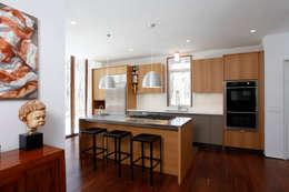 Lansbury Residence: modern Kitchen by SA-DA Architecture
