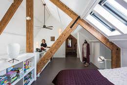 Chambre de style de style Moderne par Studio RUIM