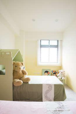 Chambre d'enfants de style  par 睿豐空間規劃設計有限公司