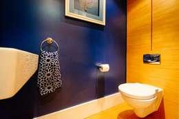Baños de estilo ecléctico por Perfect Stays