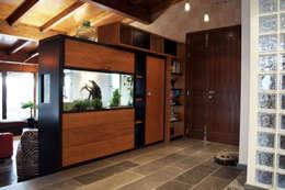 Corridor, hallway by Intra Arquitectos