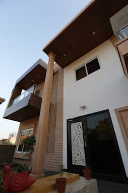 Exterior View of Modern Residence: modern Houses by RAVI - NUPUR ARCHITECTS