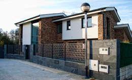 Casas de estilo moderno por Intra Arquitectos
