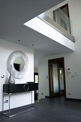 Pasillos y recibidores de estilo  por Intra Arquitectos