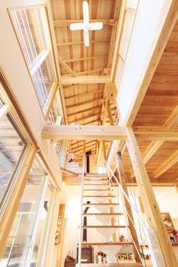 玄關、走廊與階梯 by 株式会社 建築工房零