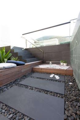 modern Garden by Sensearchitects Limited