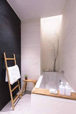 Bagno in stile in stile Moderno di Sensearchitects Limited