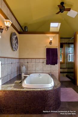 Patricia K Emmons - Rural Oregon Craftsman Home - Interior 5: moderne Badezimmer von Chibi Moku