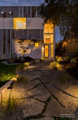 Dwell Development - Reclaimed Modern - Exterior 2: moderne Häuser von Chibi Moku