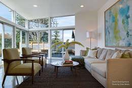Dwell Development - Reclaimed Modern - Interior 6: moderne Schlafzimmer von Chibi Moku