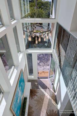 Projekty,  Korytarz, przedpokój zaprojektowane przez Chibi Moku