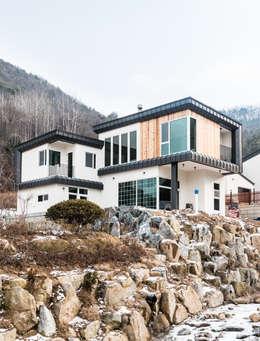 modern Houses by 라움플랜 건축사사무소