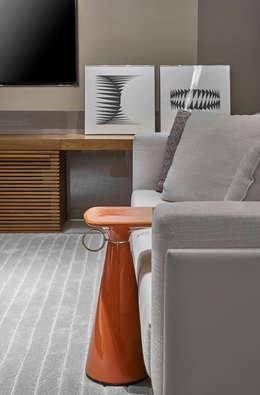 Multimedia room تنفيذ Alessandra Contigli Arquitetura e Interiores