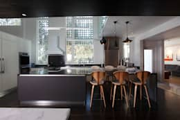 ZT Residence Interiors : modern Kitchen by Unit 7 Architecture