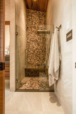 modern Bathroom by Unit 7 Architecture