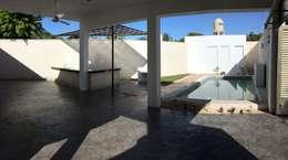 Alberca: Albercas de estilo minimalista por Constructora Asvial - Desarrollador Inmobiliario