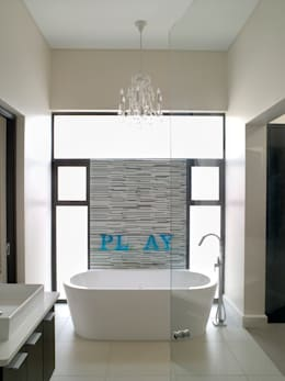 Bathroom ensuite for Bed 1: modern Bathroom by deborah garth interior design