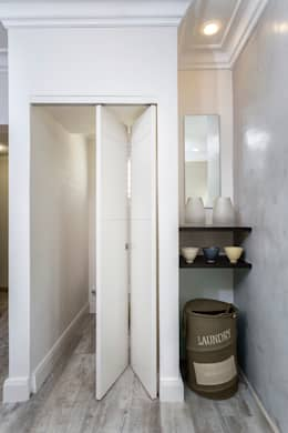 New Toilet and storage area to main bathroom: minimalistic Bathroom by deborah garth interior design