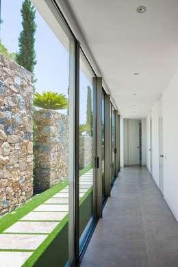 Puertas y ventanas de estilo mediterraneo por GESTEC. Arquitectura & Ingeniería