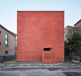 레드스퀘어 까치울 집: 건축공방  'ArchiWorkshop'의  주택