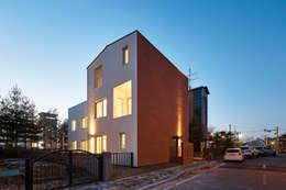 moderne Huizen door 건축공방  'ArchiWorkshop'
