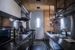 modern Kitchen by 伍乘研造有限公司