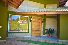 Projekty, rustykalne Domy zaprojektowane przez Paula Ferro Arquitetura