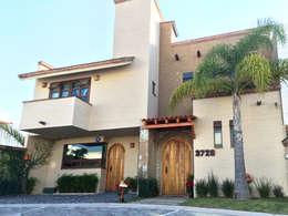 Fachada: Casas de estilo mediterraneo por Base-Arquitectura
