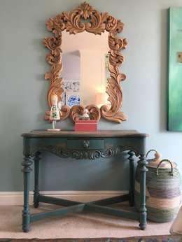 Studio Apartment Trinity Gardens: eclectic Bedroom by The Painted Door Design Company