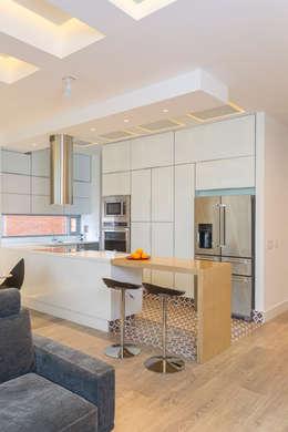 Cocinas de estilo moderno por Bloque B Arquitectos