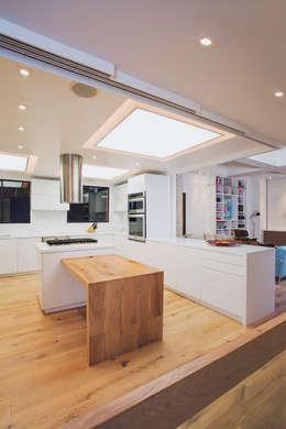 Apto Cr 19 - Cll 88: Cocinas de estilo moderno por Bloque B Arquitectos