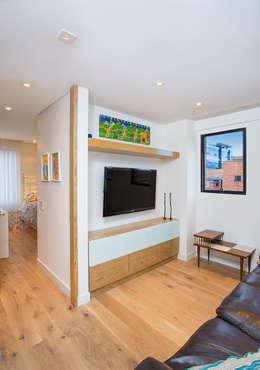 Apto Cr 19 - Cll 88: Salas multimedia de estilo moderno por Bloque B Arquitectos