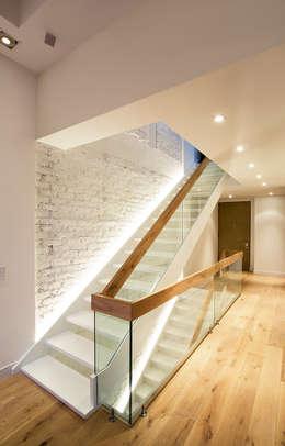 Pasillos y recibidores de estilo  por Bloque B Arquitectos