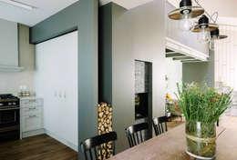 Salas de estar modernas por Studio Perini Architetture
