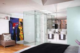 Apto Cr 3 - Cll 74 : Baños de estilo moderno por Bloque B Arquitectos