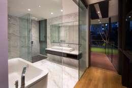 Baños de estilo moderno por AR43 Architects Pte Ltd